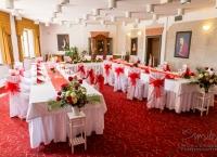 Svatba Hluboká nad Vltavou  - Svatba na klíč  - Svatba bez starostí - Svatební koordinátorka - Půjčovna bílých saténových potahů na židle